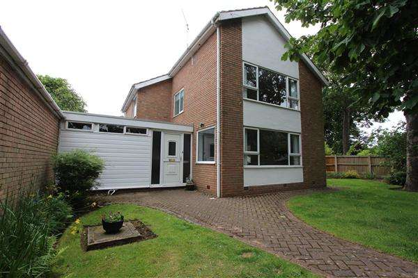 3 Bedrooms Detached House for sale in Hardhorn Road, Poulton le Fylde