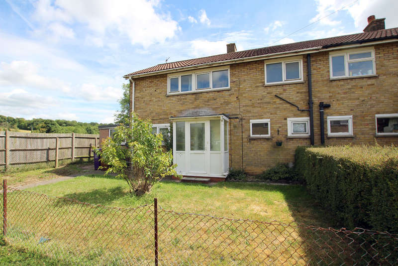 3 Bedrooms Semi Detached House for sale in Newman Avenue, Royston