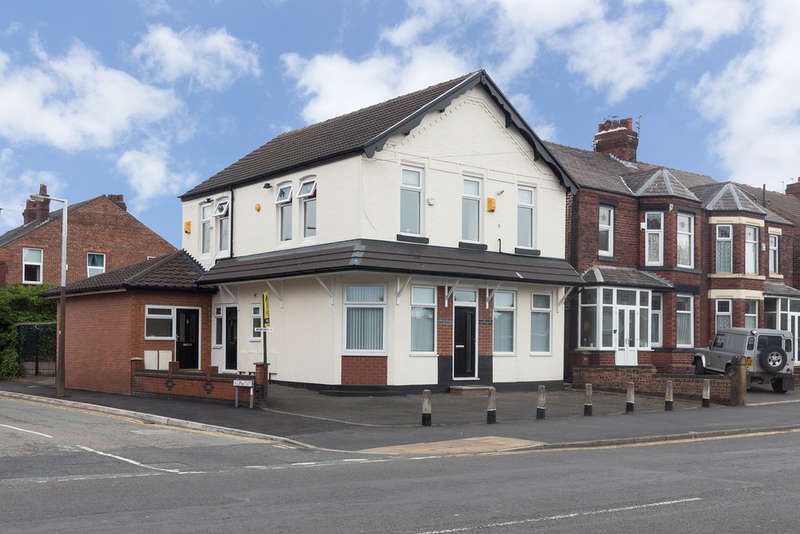 Flat for sale in Carlton House, 230 Manchester Road