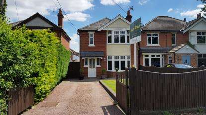 3 Bedrooms Detached House for sale in Calmore, Southampton, Hampshire