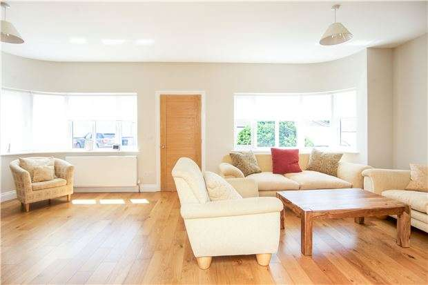 4 Bedrooms Semi Detached Bungalow for sale in Parkfields Avenue, KINGSBURY, NW9 7PG