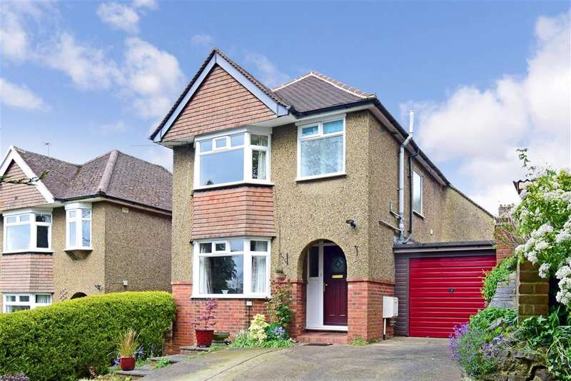 4 Bedrooms Detached House for sale in Hillview Drive, Redhill, Surrey