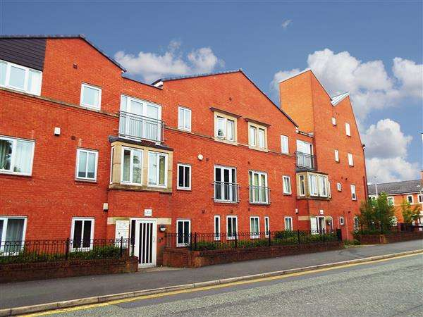 3 Bedrooms Apartment Flat for sale in Fairbourne Court, Fairbourne Walk, Oldham