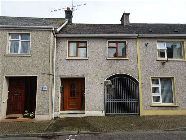 2 Bedrooms Terraced House for sale in 10 Main Street