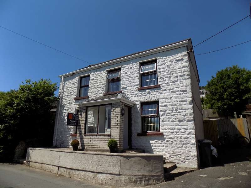 3 Bedrooms Detached House for sale in New Road, Cilfrew, Neath, Neath Port Talbot. SA10