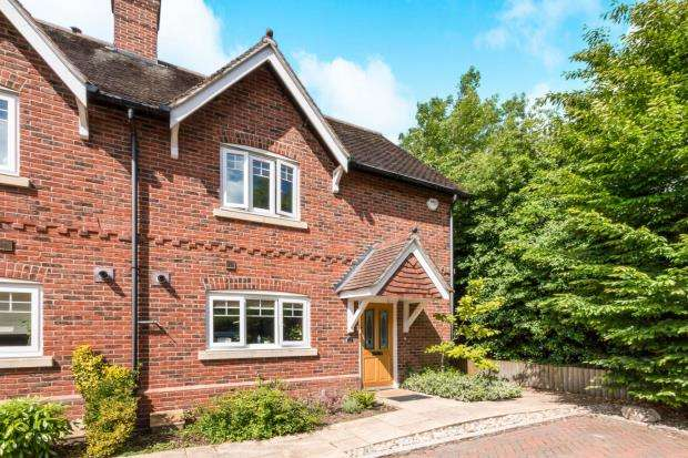 2 Bedrooms Semi Detached House for sale in Baughurst, Tadley, Hampshire