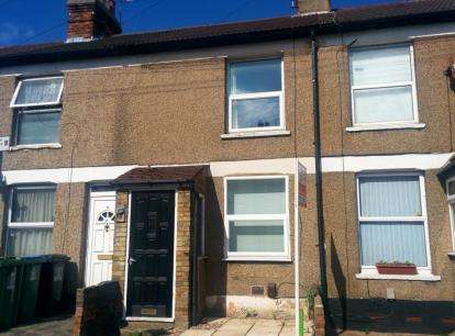 2 Bedrooms Terraced House for sale in Fearnley Street, Watford, Hertfordshire, .