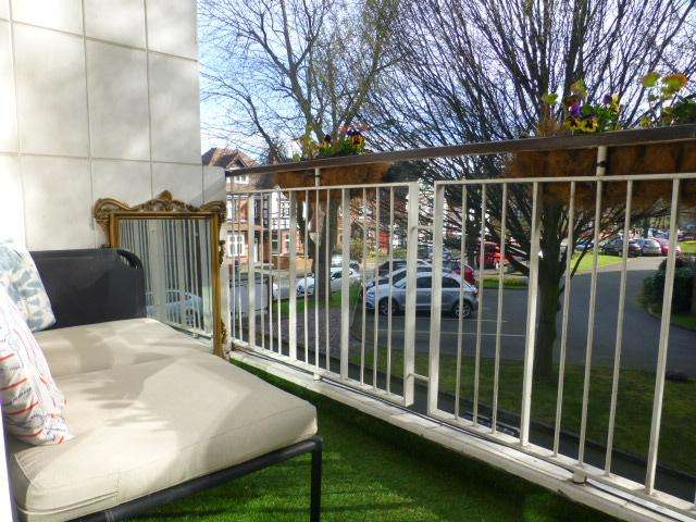 2 Bedrooms Flat for sale in Melville Road, Edgbaston, Birmingham, B16 9JT