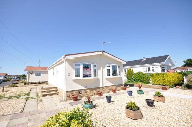 2 Bedrooms Park Home Mobile Home for sale in Jensen Drive, Carr Bridge Residential Park, Blackpool, Lancashire, FY4 5RL