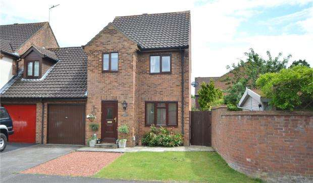 3 Bedrooms Semi Detached House for sale in Angora Way, Fleet