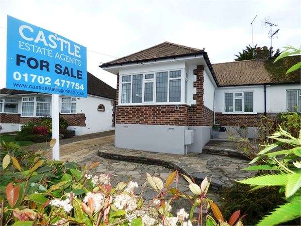 2 Bedrooms Semi Detached Bungalow for sale in Mountain Ash Avenue, Leigh-on-Sea, Leigh on sea, SS9 4SZ