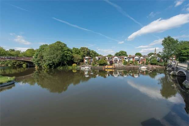 3 Bedrooms Terraced House for sale in Portmore Quays, Weybridge, Surrey