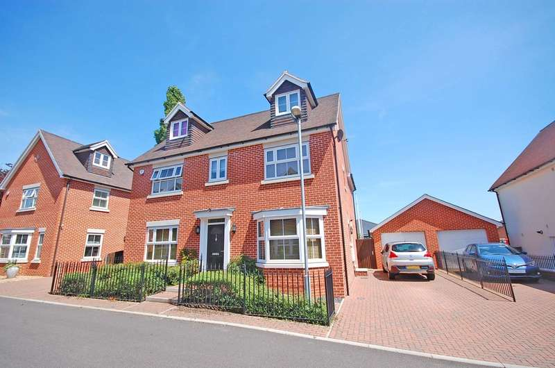 4 Bedrooms Detached House for sale in Hamilton Gardens, Braintree, CM7