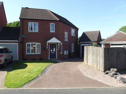 3 Bedrooms Link Detached House for sale in Tudor Park Gardens, Burntwood, Staffordshire