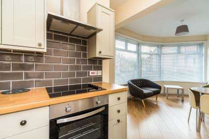 3 Bedrooms End Of Terrace House for sale in Castle Road, Kidderminster