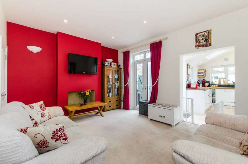 3 Bedrooms House for sale in Prospect Crescent, Whitton, TW2