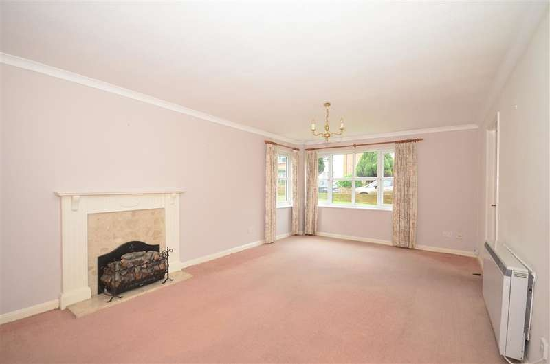 2 Bedrooms Ground Flat for sale in Cornwall Gardens, Cliftonville, Margate, Kent