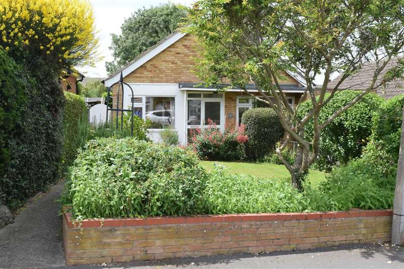 2 Bedrooms Bungalow for sale in Bramston Close, Great Baddow, Chelmsford