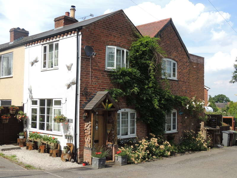 2 Bedrooms Semi Detached House for sale in Warwick Road, Chadwick End, Solihull