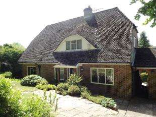 4 Bedrooms Detached House for sale in Hermitage Road, Kenley, Surrey
