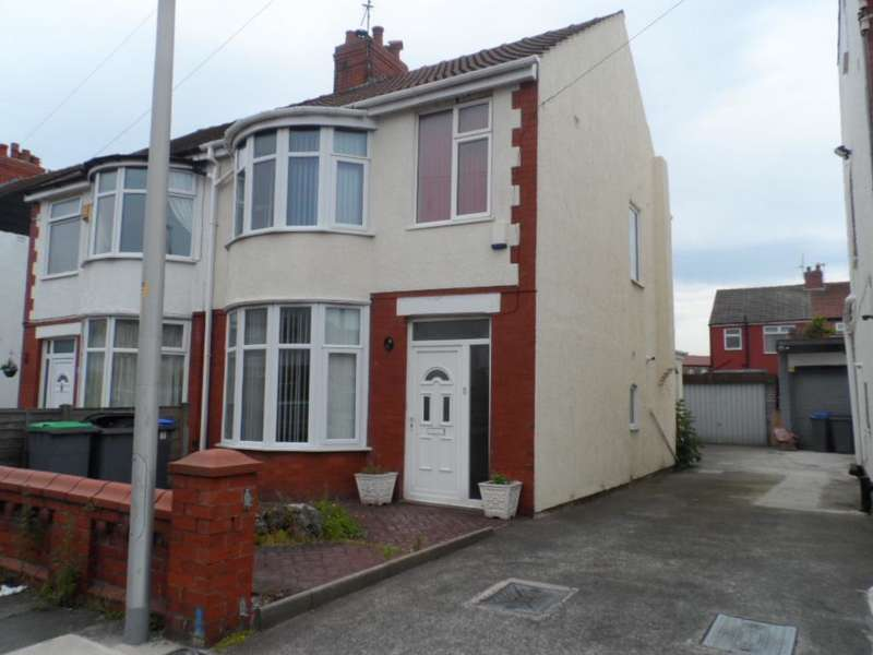 3 Bedrooms Semi Detached House for sale in Fernhurst Avenue, Blackpool, FY4 3AY
