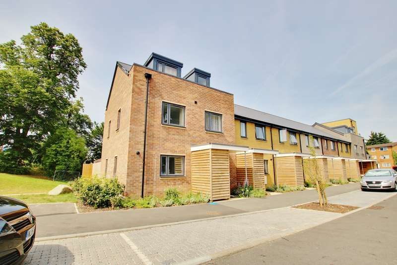 3 Bedrooms End Of Terrace House for sale in Cavell place, Weston