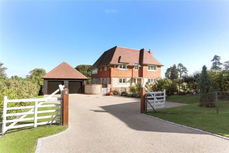 4 Bedrooms Detached House for sale in Wallace Square, Lavington Park, Petworth, West Sussex, GU28