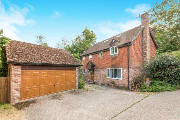 5 Bedrooms Detached House for sale in Lychpit, Basingstoke, Hampshire