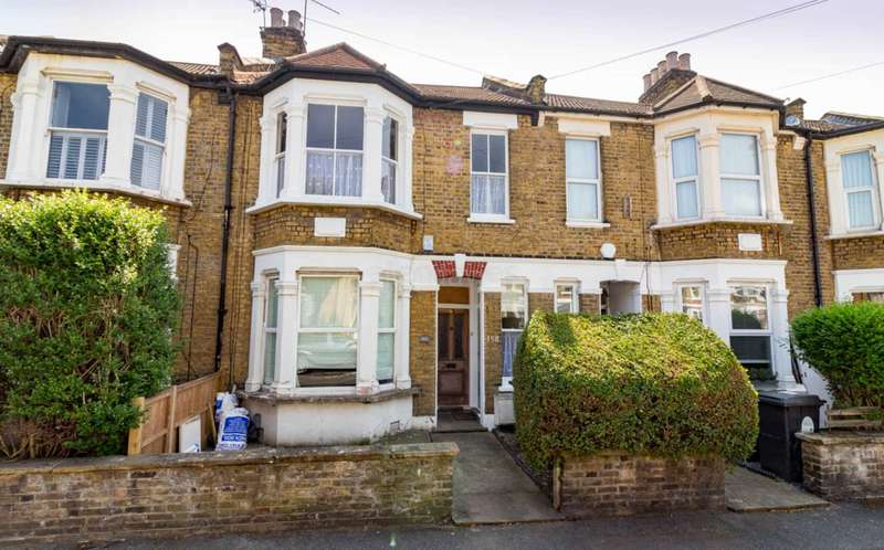 3 Bedrooms Flat for sale in Albert Road, Leyton, E10