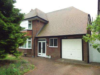 4 Bedrooms Detached House for sale in Russell Drive, Wollaton, Nottingham, Nottinghamshire