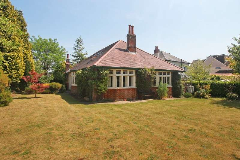 5 Bedrooms Bungalow for sale in Cross Way, Christchurch