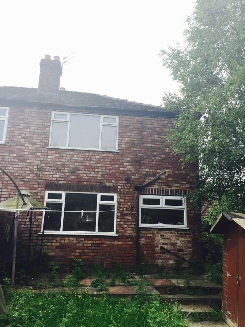 3 Bedrooms Semi Detached House for rent in Marton Grove, Heaton Moor