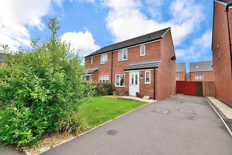 3 Bedrooms Semi Detached House for sale in Grindleford Place, Warrington