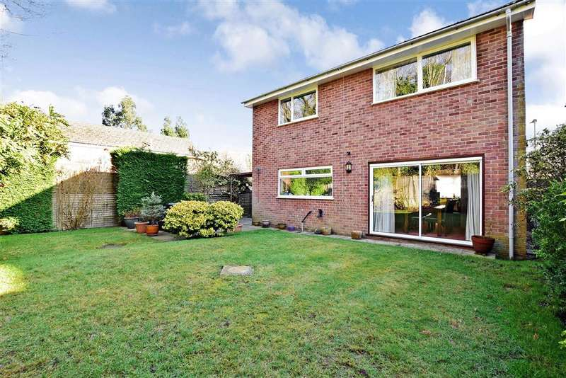 4 Bedrooms Detached House for sale in Bepton Close, Midhurst, West Sussex