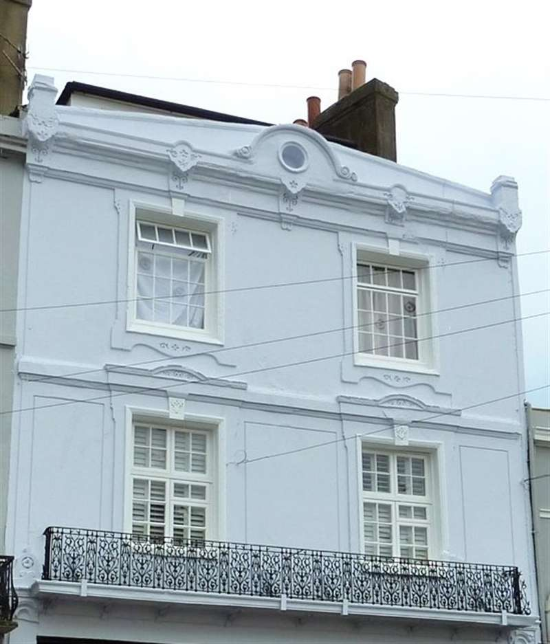 2 Bedrooms Flat for sale in Norman Road, St Leonards On Sea, East Sussex, TN38 0EJ