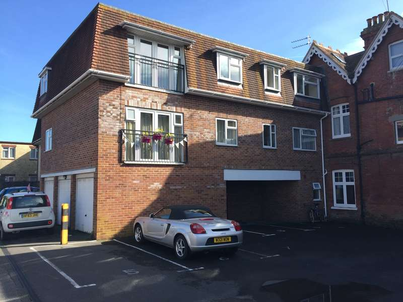 3 Bedrooms Flat for sale in VICTORIA AVENUE, SWANAGE