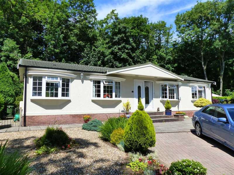 2 Bedrooms Detached Bungalow for sale in Clanna Country Park, Alvington, Lydney