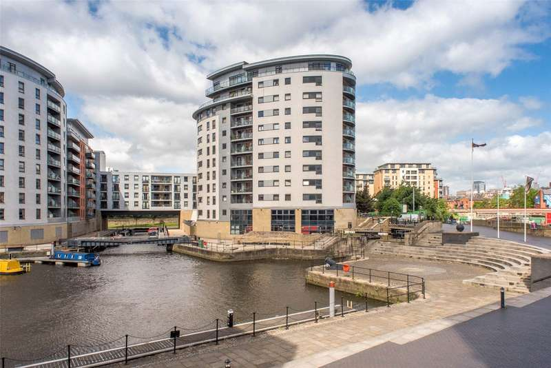 2 Bedrooms Flat for sale in Magellan House, Armouries Way, Leeds, LS10