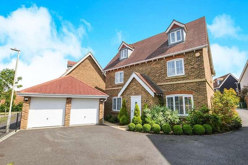 5 Bedrooms Detached House for sale in Atkinson Road, Hawkinge, Folkestone, CT18