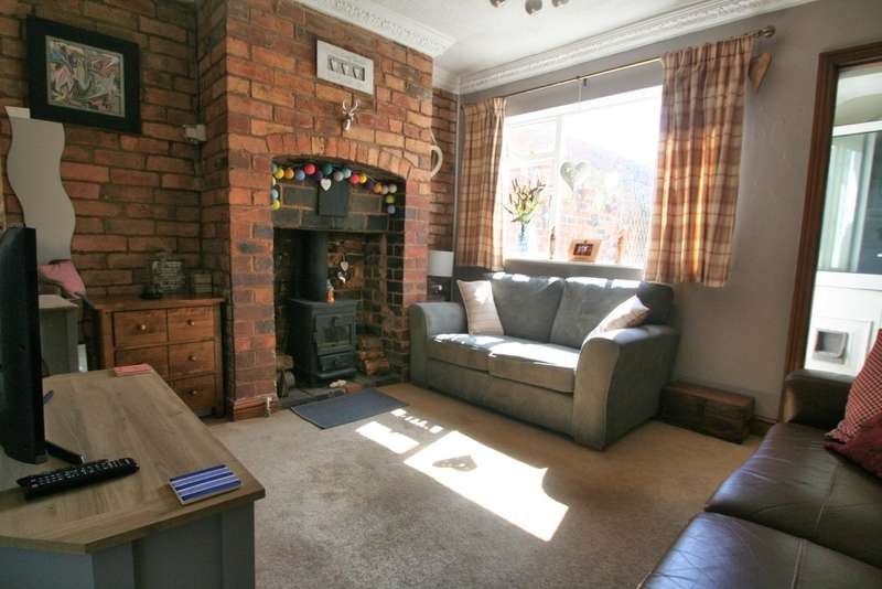 2 Bedrooms Terraced House for sale in Heath Lane, Stourbridge