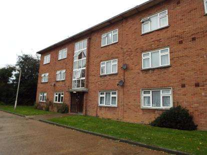 2 Bedrooms Flat for sale in Cranbrook Road, Gants Hill, Essex