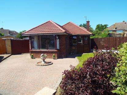 2 Bedrooms Bungalow for sale in Turkdean Road, Cheltenham, Gloucestershire