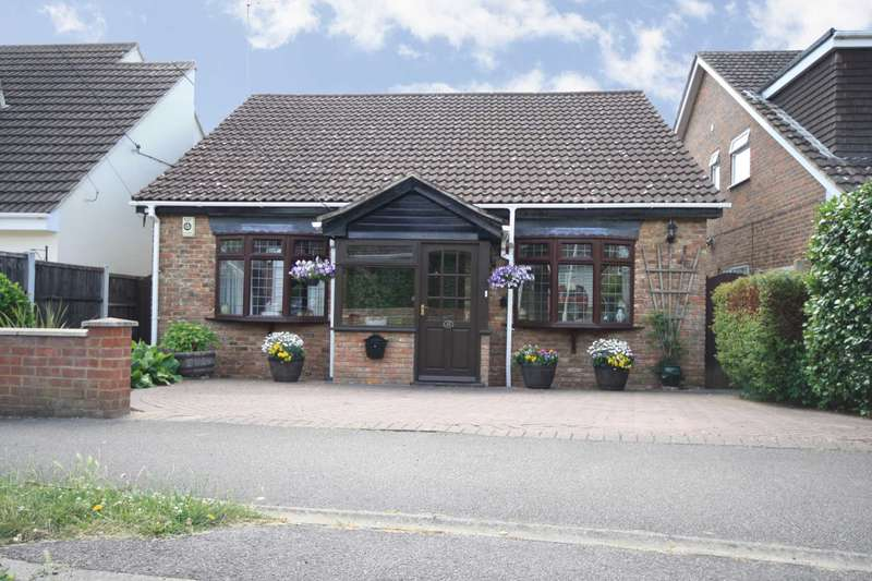 3 Bedrooms Detached Bungalow for sale in Prince Edward Road, Billericay