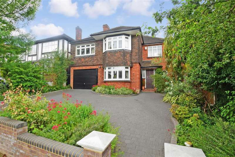 5 Bedrooms Detached House for sale in Broadfield Way, Buckhurst Hill, Essex