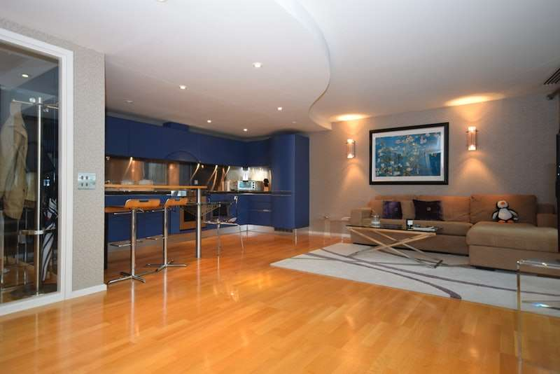 3 Bedrooms Penthouse Flat for sale in Westminster Bridge Road, London, London, SE1