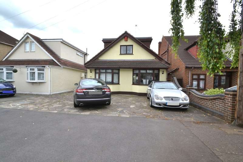 3 Bedrooms Bungalow for sale in Alexandra road, Rainham, Essex, RM13