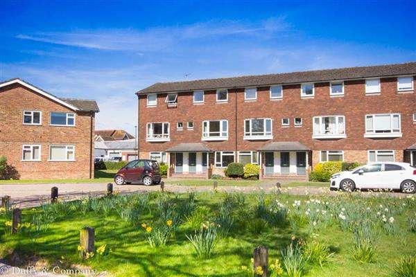 2 Bedrooms Maisonette Flat for sale in Queens Court, Haywards Heath