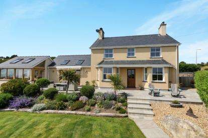 3 Bedrooms Detached House for sale in Mynytho, Gwynedd, ., LL53