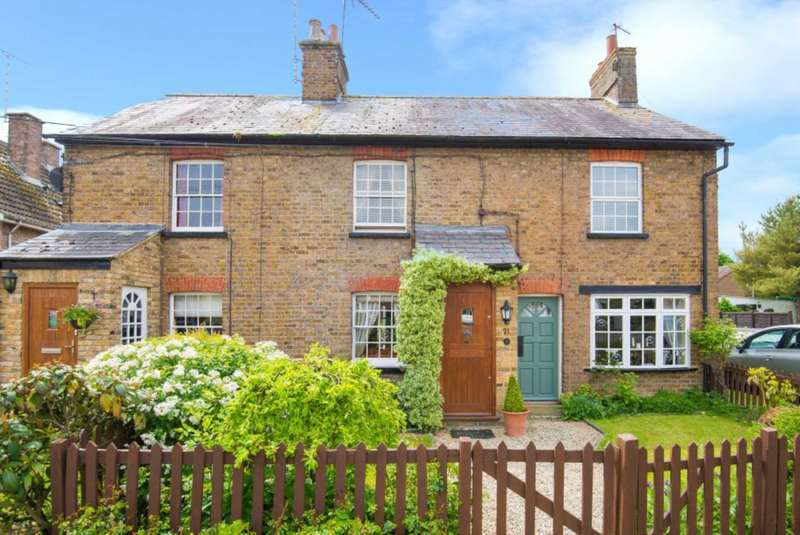 2 Bedrooms Cottage House for sale in Tring Road, Tring, Hertfordshire