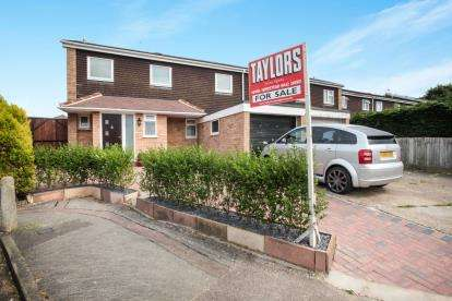 3 Bedrooms End Of Terrace House for sale in Robin Hood Meadow, Hemel Hempstead, Hertfordshire, .